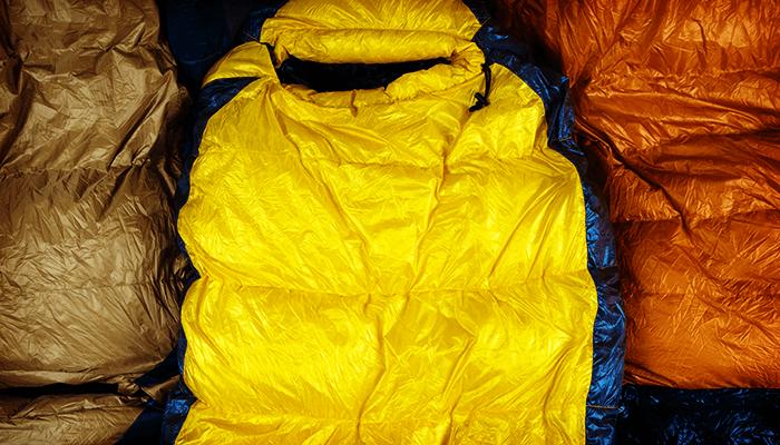 冬山テント泊を快適に過ごすための冬用シュラフ(スリーピングバッグ)の選び方とおすすめ8選
