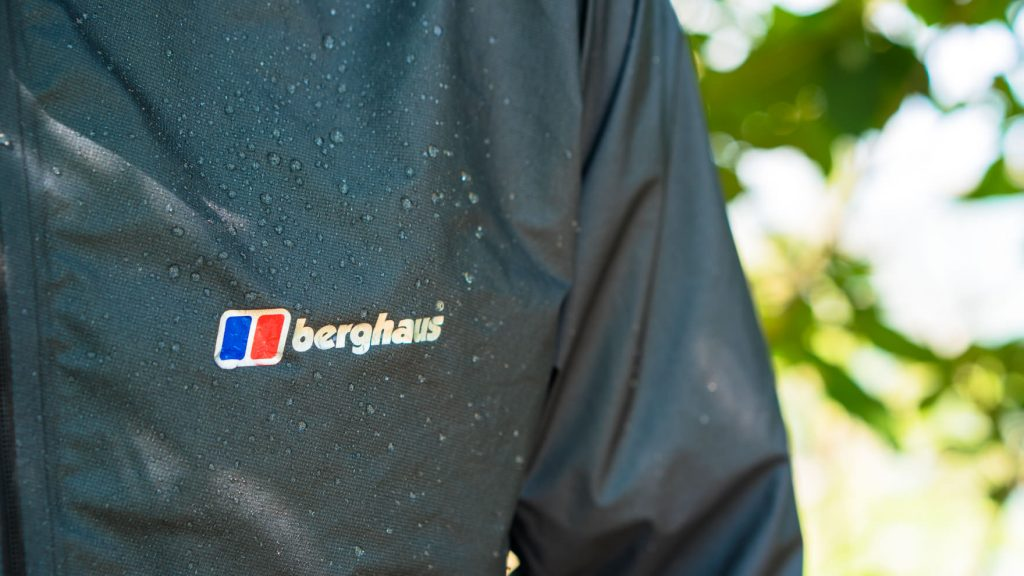 "Review:berghaus(バーグハウス)ハイパー 100 ジャケット これが今の最先端!""世界最軽量3レイヤー""レインウェア"