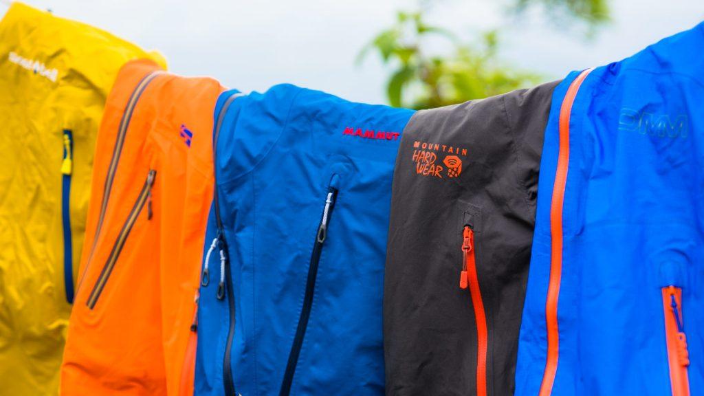 比較レビュー:登山をするなら一着は持っておきたいレインウェアのおすすめはどれだ!?