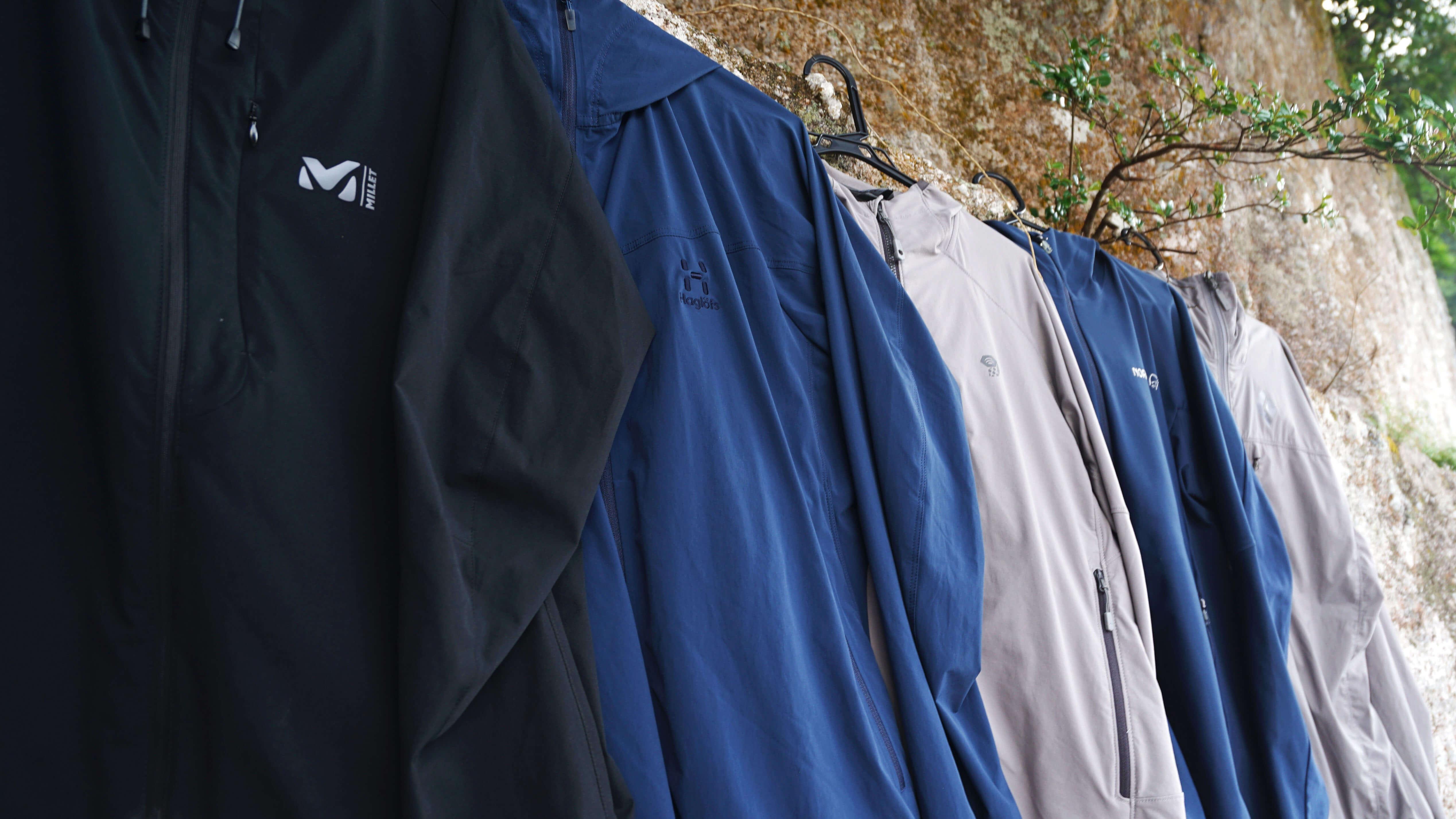 比較レビュー:万能ジャケット ソフトシェル 一番「ちょうどいい」のは?春〜秋モデルを着比べてみた